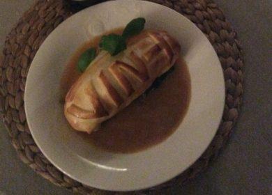Kip in bladerdeeg, gevuld met spinazie, huisgedroogde tomaatjes en  Parmezaanse kaas  met een jus de veaux